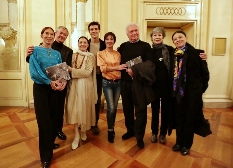 from left, Luciana Savignano, Frédéric Olivieri, Carla Fracci, Roberto Bolle, Oriella Dorella, Roberto Fascilla, Anna Maria Prina, Liliana Cosi