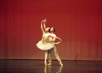 Nadia Khan and Dustin Klein in Le Corsaire