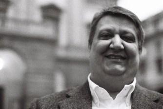Ambrogio Maestri in front of La Scala - photo Roberto Recanatesi