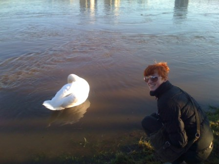 Elena Vostrotina with a real swan