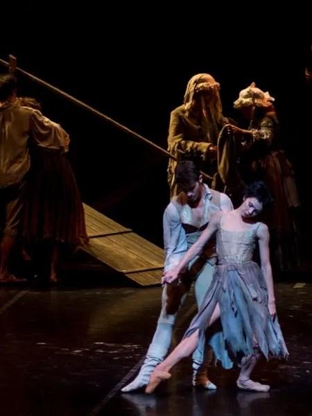 Natalia Osipova as Manon in her role début, with Claudio Coviello, La Scala 2013