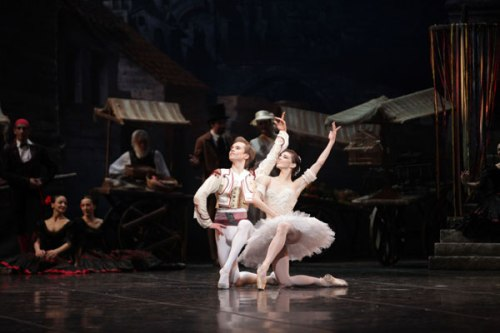 Natalia Osipova & Leonid Sarafanov in Don Quixote, La Scala 2010 - photo Brescia/Amisano © Teatro alla Scala
