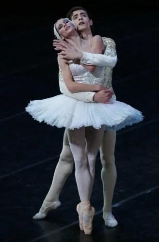 Carlo Di Lanno with Polina Semionova in Swan Lake - photo Brescia/Amisano Teatro alla Scala