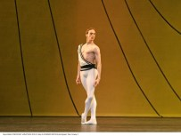 Edward Watson in Symphonic Variations - photo Dee Conway
