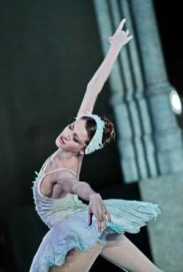 Nicoletta Manni in Swan Lake- photo by Brescia-Amisano, Teatro alla Scala