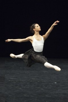 Francesca Hayward in Draft Works, The Royal Ballet © ROH-Andrej Uspenski, 2012