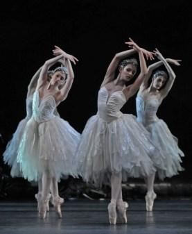 Swan Lake - Yasmine Naghdi, Francesca Hayward and Olivia Cowley - photo by Dave Morgan, ROH