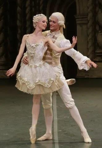 Svetlana Zakharova with Jacopo Tissi in The Sleeping Beauty - photo by Brescia and Amisano, Teatro alla Scala 2015