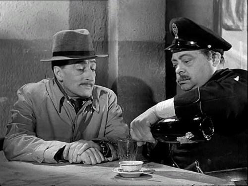 Aldo Fabrizi with Totò in a scene from 'Guardie e ladri', 1951
