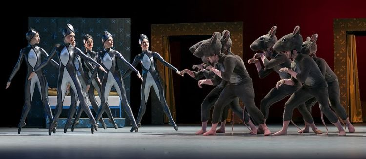 Czech National Ballet perform Petr Zuska's Nutcracker - photos by Dasa Wharton