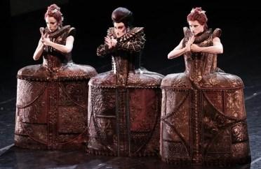 The Stepmother with her daughters - photo Teatro alla Scala, Brescia-Armisano 2015