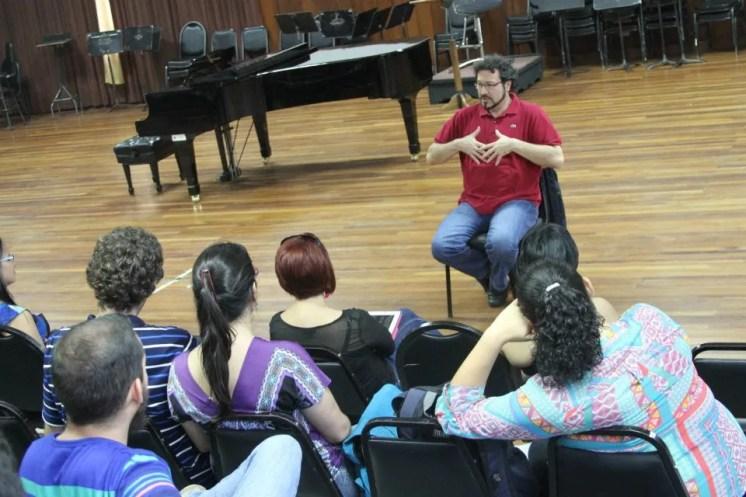 Carlo Colombara giving a masterclass in San Josè Costa Rica
