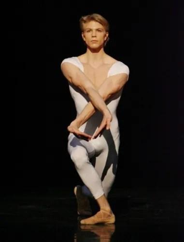 Maurice Béjart's Gaîté parisienne with Marijn Rademaker - photo by Stuttgarter Ballet