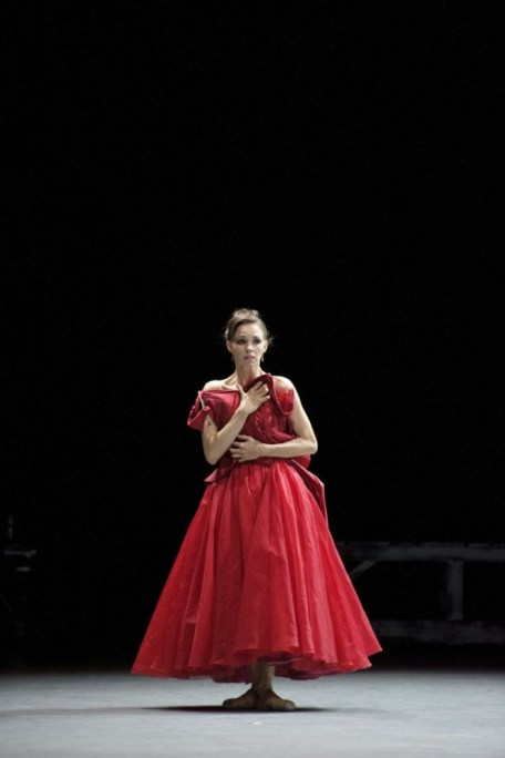 Viktorina Kapitonova as Anna Karenina in Christian Spuck's ballet - photo by Monika Rittershaus