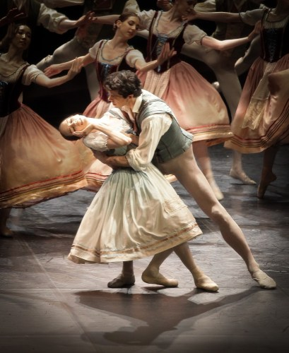 Viktorina Kapitonova in Giselle with Roberto Bolle - photo by Maria Helena Buckley