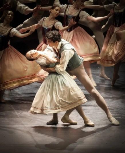 Viktorina Kapitonova in Giselle with Roberto Bolle - photo by Maria Helena Buckley
