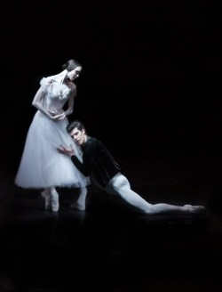 Viktorina Kapitonova with Roberto Bolle in Giselle - photo by Maria Helena Buckley