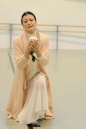 Carla Fracci coaching ESDCM Rosella Hightower students in Giselle - photos by Nathalie Sternalski 16
