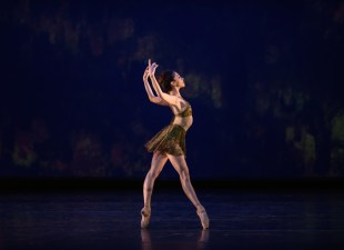 Yasmine Naghdi in Within The Golden Hour ©ROH 2015. Photographed by Bill Cooper