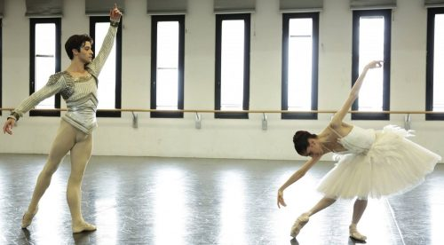 Claudio Coviello and Vittoria Valerio rehearse Swan Lake in costume – photo by Brescia and Amisano Teatro alla Scala