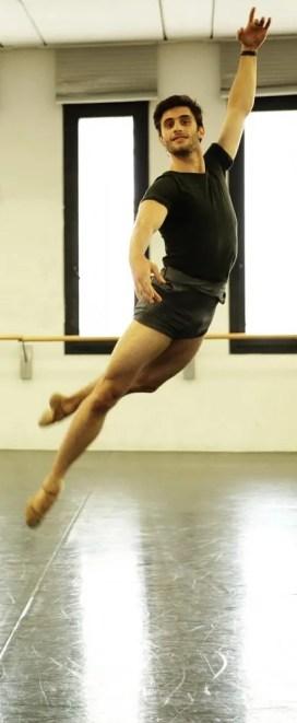 Nicola Del Freo rehearses Swan Lake – photo by Brescia and Amisano Teatro alla Scala