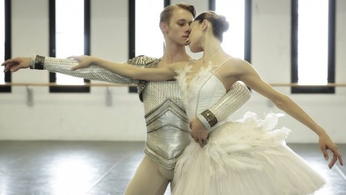 Nicoletta Manni and Timofej Andrijashenko rehearse Swan Lake in costume – photo by Brescia and Amisano Teatro alla Scala