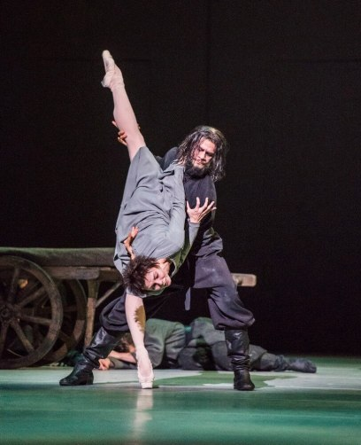 Anastasia. Natalia Osipova as Anna Anderson and Thiago Soares as Rasputin. © ROH, 2016 Photographed by Tristram Kenton (2)