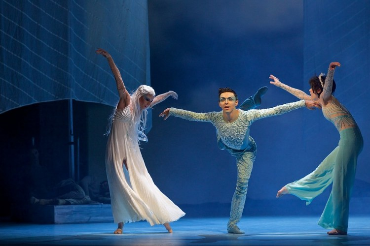 Mathias Deneux (Dolphin ), Tereza Podarilova (Grandma ) , Magdalena Matejkova (Little Mermaid ) in The Little Mermaid © Dasa Wharton