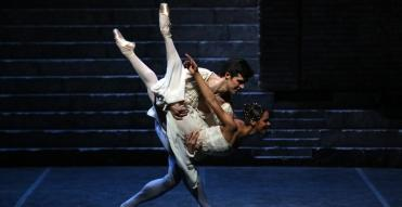 Misty Copeland with Roberto Bolle in Romeo and Juliet, photo by Brescia and Amisano, Teatro alla Scala, 2016 2