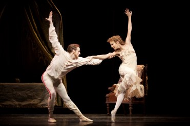 Mayerling. Edward Watson as Crown Prince Rudolf and Francesca Hayward as Princess Stephanie. c ROH, 2017. Photographed by Alice Pennefather. (3)