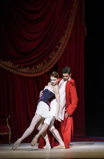 Natalia Osipova and Federico Bonelli as Dr Pozzi. cROH, 2016 Ph by Bill Cooper