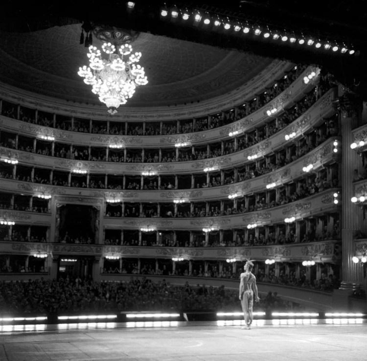Nureyev at La Scala after the Le Corsaire pas de deux in 1966, photo by Erio Piccagliani, Teatro alla Scala