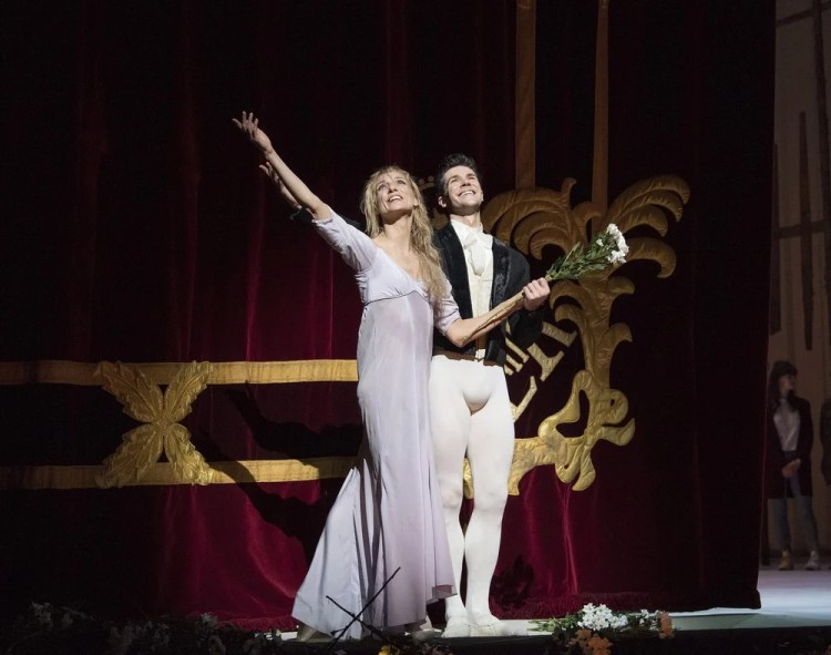 Zenaida Yanowsky's Final Curtain Call with Roberto Bolle © ROH 2017. Photo by Alastair Muir (3)