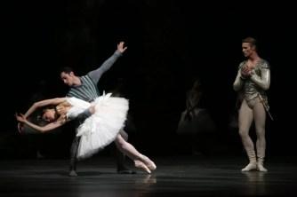Nicoletta Manni, Timofej Andrijashenko and Christian Fagetti in Swan Lake, photo by Brescia e Amisano © Teatro alla Scala