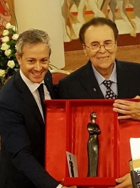 Gianfranco Cecchele recieves the Premio alla Carriera Maria Callas 2017 from Artistic Director Nicola Guerini