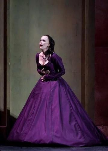 Jennifer Larmore as Gertrude in Hamlet, photo by Marty Sohl, Metropolitan Opera, 2010