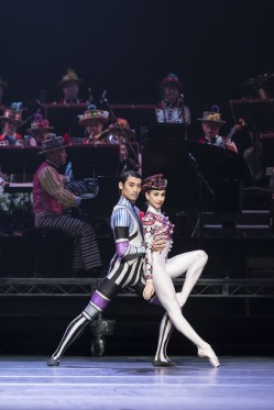 Ryoichi Hirano and Yasmine Naghdi in Elite Syncopations. cROH, 2017. Photographed by Bill Cooper.