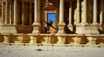 Ahmad Joudeh: from a Syrian refugee camp to dancing with Roberto Bolle