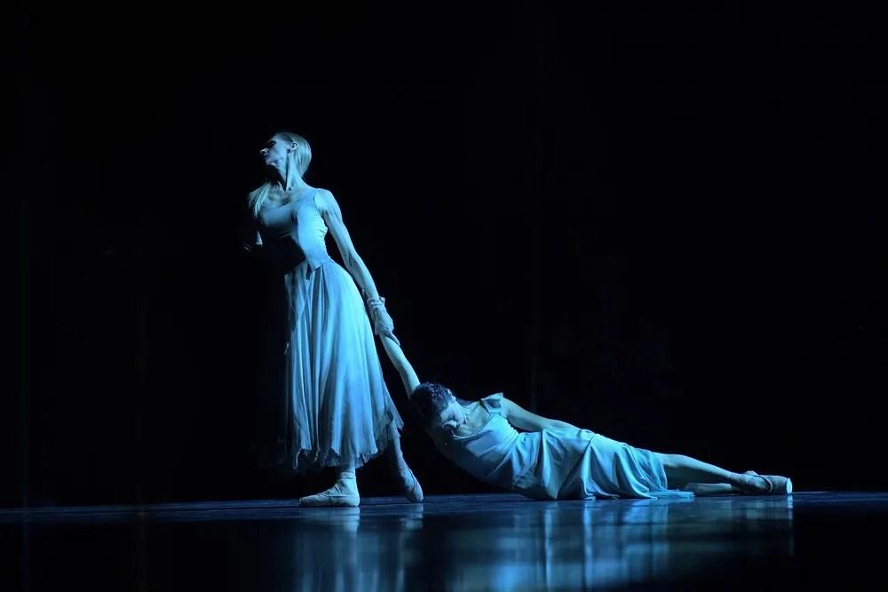Stina Quagebeur and Erina Takahashi in Akram Khan's Giselle © Laurent Liotardo