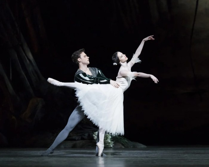 Giselle with Alexander Campbell as Albrecht and Francesca Hayward as Giselle. © ROH, Helen Maybanks 2018 (3)