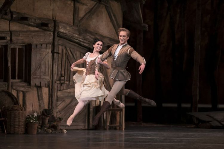 David Hallberg as Albrecht and Natalia Osipova as Giselle in Giselle, The Royal Ballet © ROH, 2018. Photographed by Bill Cooper 2