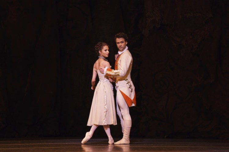 Manon with Francesca Hayward as Manon and Alexander Campbell as Lescaut©ROH, 2018, photo by Bill Cooper