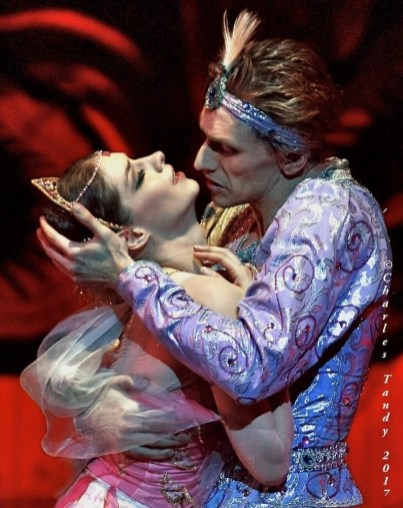 Laurretta Summerscales in La Bayadère with Sergei Polunin at the Bayerisches Staatsballett, photo by Charles Tandy