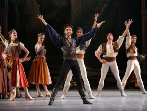 Le Corsaire, in the centre Antonino Sutera, photo Brescia e Amisano, Teatro alla Scala 2018