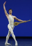 Apollo choreography by George Balanchine© The George Balanchine Trust Roberto Bolle, photo by Brescia e Amisano Teatro alla Scala
