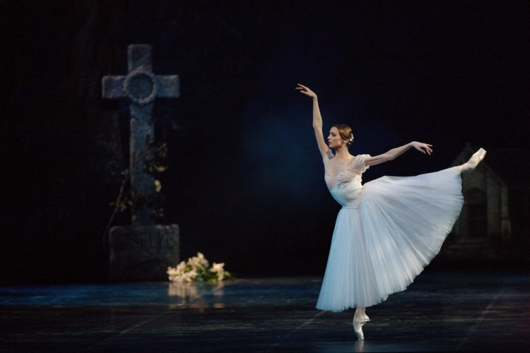 Giselle with Svetlana Zakharova photo Marco Brescia Teatro alla Scala