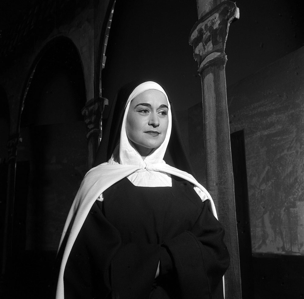 Leyla Gencer in Dialogues des Carmélites, photo by Lelli e Masotti