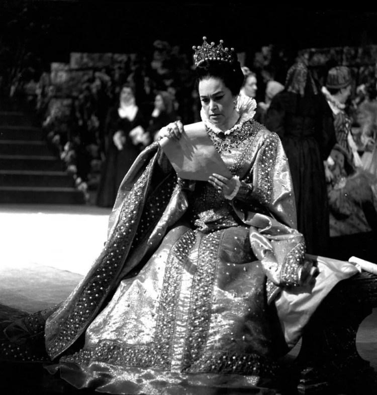 Leyla Gencer in Don Carlo, photo by Lelli e Masotti