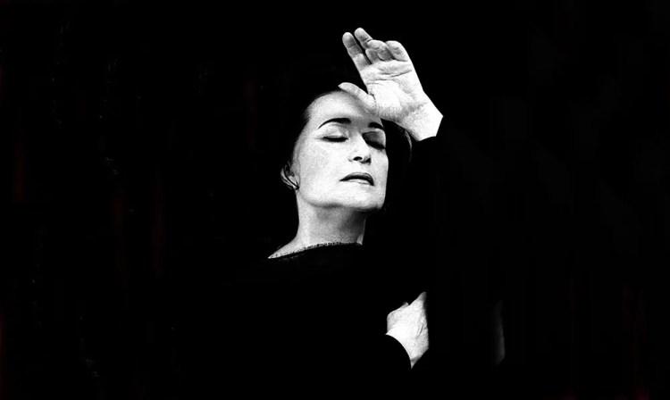 Leyla Gencer, photo by Lelli e Masotti, cropped