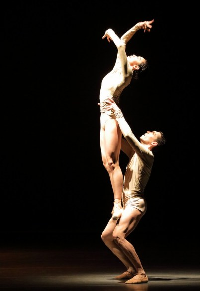 Portrait Wayne McGregor, Borderlands with Ziyue Liu Javier Amo © Wilfried Hoesl